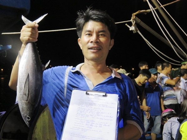 Quang Binh thu mua duoc gan 120 tan hai san cho ngu dan hinh anh
