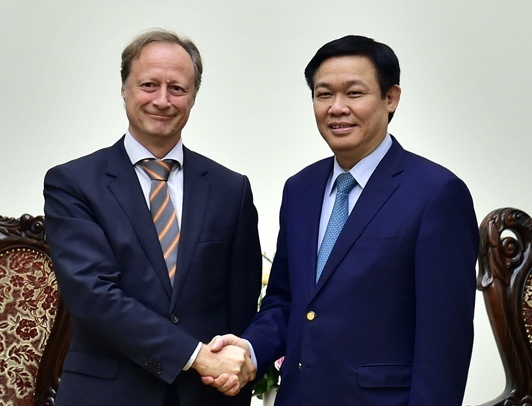Pho thu tuong Vuong Dinh Hue tiep Dai su EU tai Viet Nam hinh anh