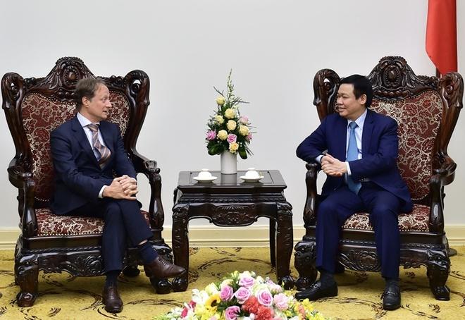 Pho thu tuong Vuong Dinh Hue tiep Dai su EU tai Viet Nam hinh anh 1