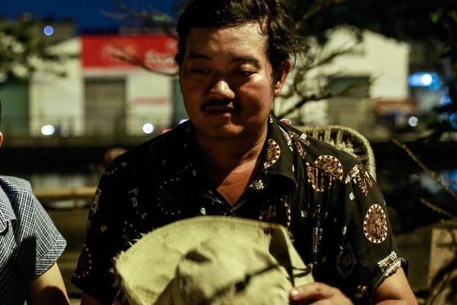 Giao thua long dong cua nguoi ban mai Tet tren ben Binh Dong hinh anh 2