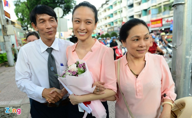 Hoa hau Phuong Nga va nhan chung bi trieu tap de lam ro la thu nylon hinh anh 2