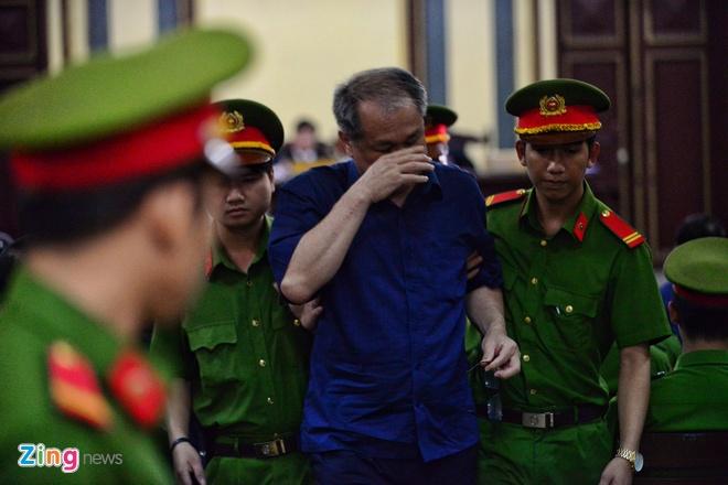 Pham Cong Danh bi choang, phai roi phong xu an hinh anh 10