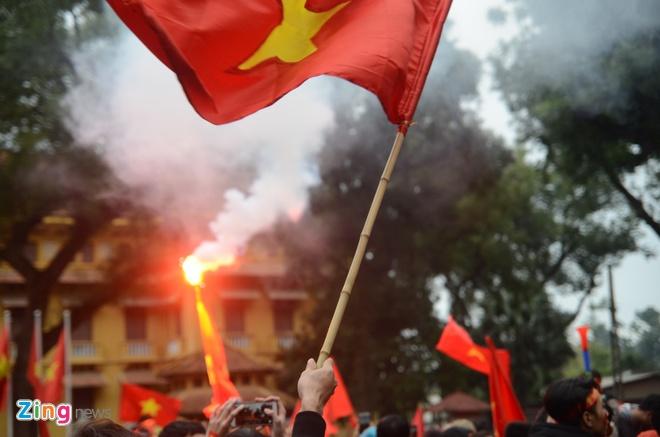 Hanh trinh 5 gio vuot bien nguoi tren xe buyt 2 tang cua U23 Viet Nam hinh anh 95