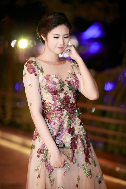 Hoa hau Ngoc Han noi ve hang hieu va TPP hinh anh 2 Ngọc Hân khẳng định cô luôn mặc đồ của các nhà thiết kế Việt Nam