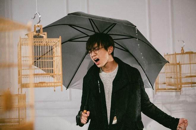 Quang cao thuong hieu lo lieu trong MV 'Phia sau mot co gai' hinh anh 1