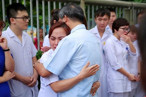 'Bac si Nguyen Anh Tri ve huu nhung van luon trong long benh nhan' hinh anh