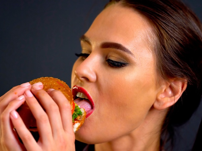 Robot biet lam banh mi burger o My co gi dac biet? hinh anh