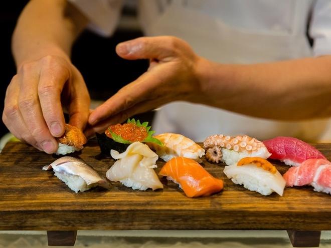 8 bi mat hau truong cac dau bep sushi thuc thu hiem khi tiet lo hinh anh