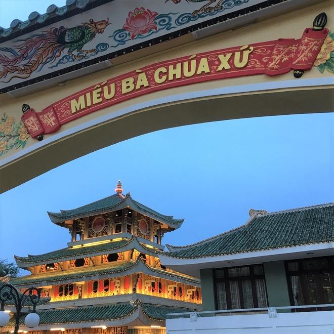 Mieu Ba Chua Xu nui Sam hut khach hanh huong dip Tet thuoc tinh nao? hinh anh 3