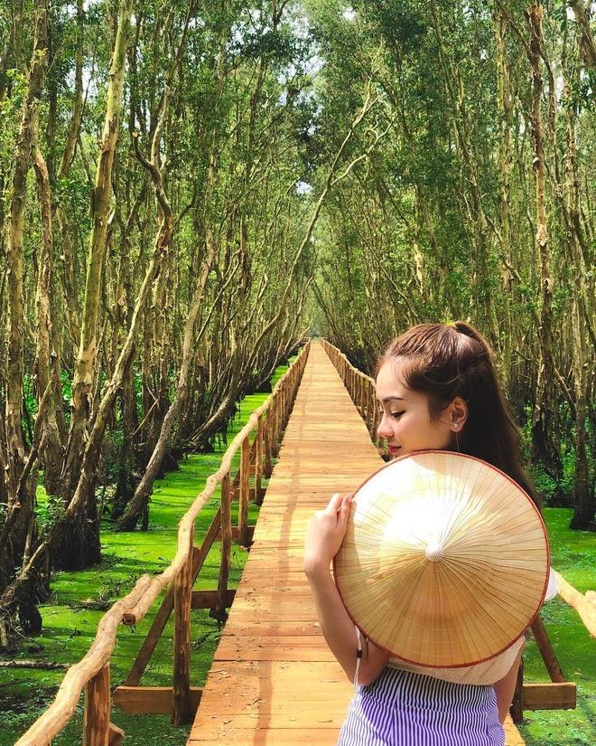 Mieu Ba Chua Xu nui Sam hut khach hanh huong dip Tet thuoc tinh nao? hinh anh 7