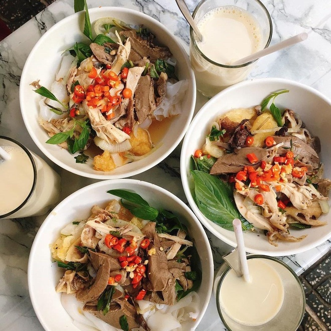 Đặc sản bánh ướt lòng gà nổi tiếng ở Đà Lạt thường có nguyên liệu ...
