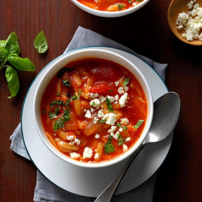 Nguoi Hy Lap tim dong xu trong mon an nao de cau may? hinh anh 3 Greek_Tomato_Soup_with_Orzo_EXPS_HCK17_177418_B09_13_2b.jpg