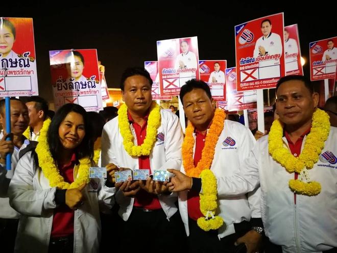 Bau cu Thai Lan: 15 ung vien doi ten thanh Thaksin, Yingluck hinh anh 1