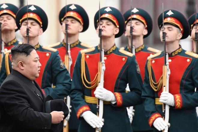 Nga dai ong Kim Jong Un banh pelmeni va trung ca muoi caviar do hinh anh 1