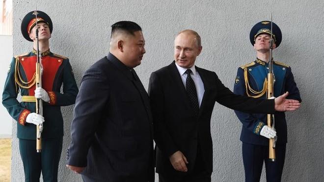 Thuong dinh Kim - Putin: 'Chung toi khong co gi phai giau TT Trump' hinh anh 1