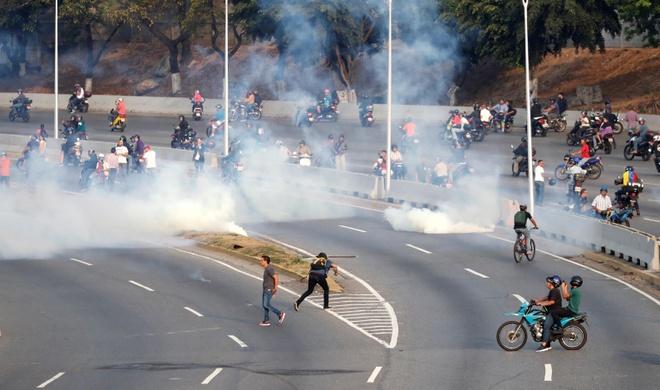Lanh dao doi lap Venezuela tuyen bo dao chinh dang dien ra hinh anh 3