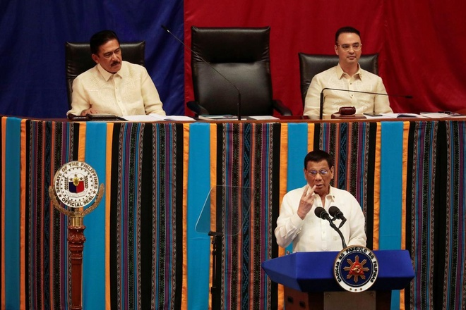 Sau ma tuy, Tong thong Duterte tuyen chien voi karaoke hinh anh 1