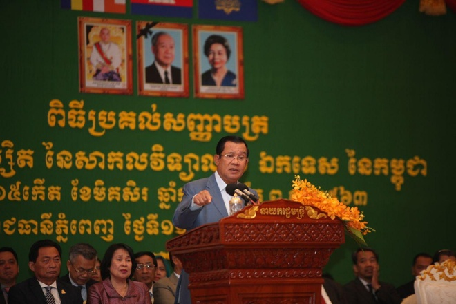 Thu tuong Hun Sen benh vuc cau thu goc Viet sut truot penalty hinh anh 1 fn-2019-12-11-10-34-50-6.jpg