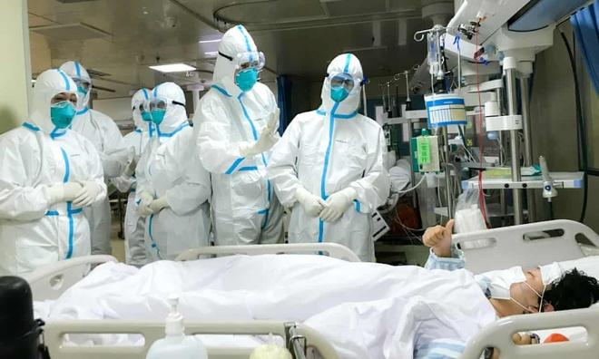 Số người chết vượt mốc 100, 1.300 trường hợp nhiễm virus corona mới
