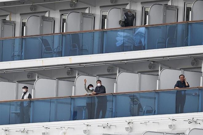 Các hành khách trên du thuyền Diamond Princess sẽ bị cách ly ít nhất cho tới ngày 19/2. Giới chức Nhật Bản ngày 13/2 xác nhận đã phát hiện thêm 44 ca nhiễm virus corona trên du thuyền Diamond Princess, nâng số ca dương tính lên 218 người. Ảnh: AFP.