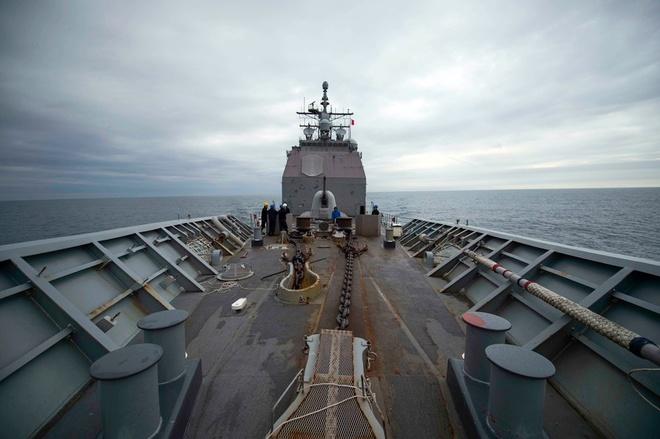 Tàu USS Chancellorsville đi qua eo biển Đài Loan. Ảnh: Hải quân Mỹ.