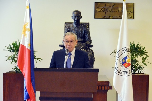 Philippines keu goi Trung Quoc tuan thu phan quyet anh 1