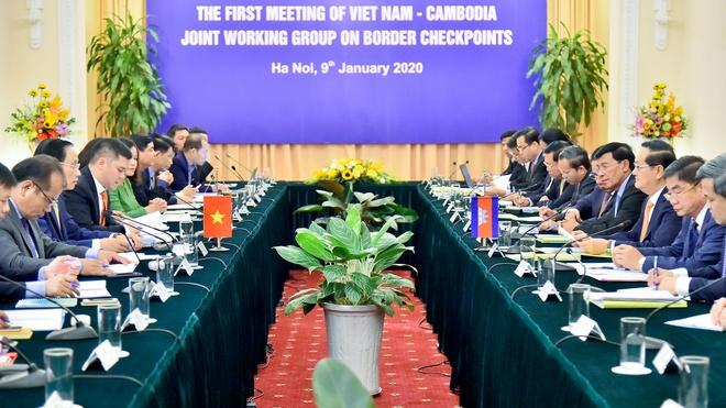 Viet Nam va Campuchia giao nhan ban do anh 1