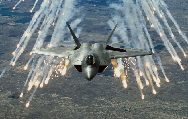 My trien khai F-22 den Nhat truoc thuong dinh Trump - Kim hinh anh