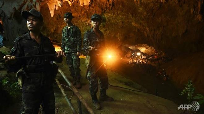 Dac nhiem My tham gia tim 12 hoc sinh Thai bi ket trong hang hinh anh 1