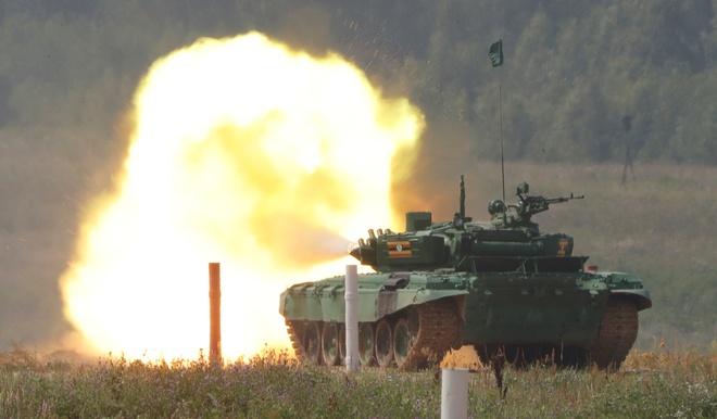 Xe tang T-72 pho dien hoa luc tai Army 2018 hinh anh