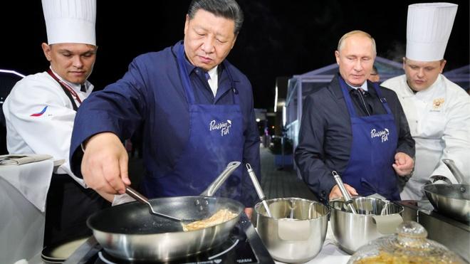 TT Putin, Chu tich Tap tro tai lam banh kep hinh anh