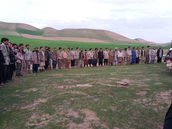 150 binh si Afghanistan bi Taliban bat giu khi bo chay qua bien gioi hinh anh 1