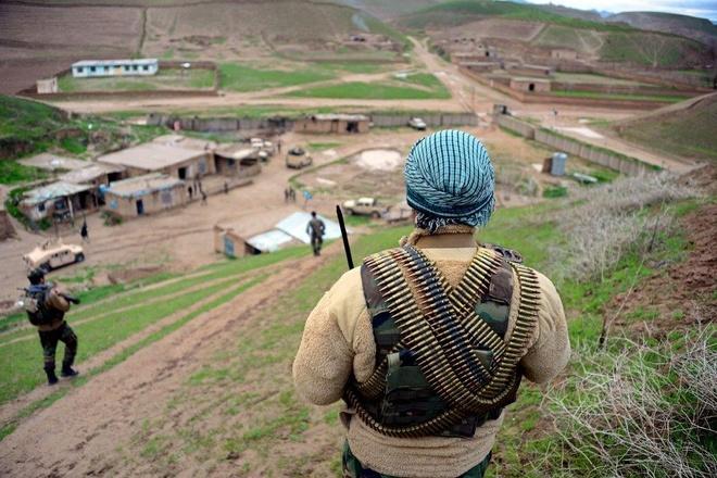 150 binh si Afghanistan bi Taliban bat giu khi bo chay qua bien gioi hinh anh 2