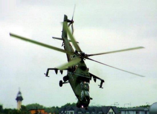 'Xe tang bay' Mi-24 chui mui cat canh doc dao hinh anh