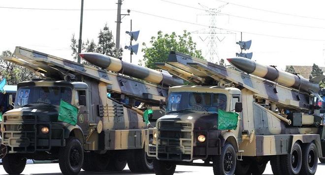 Iran khoe loat vu khi hien dai 'tu che' thach thuc My hinh anh