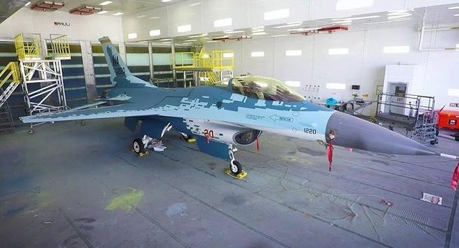 My son F-16 giong het tiem kich tang hinh Su-57 cua Nga hinh anh