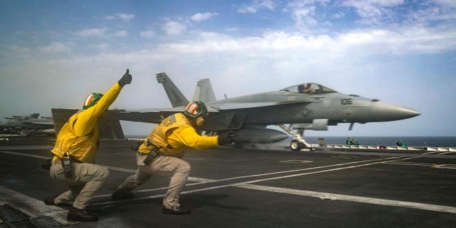 Can canh tau san bay USS Abraham Lincoln tap tran do bo doa Iran hinh anh