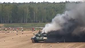 Xe tang T-72 cua doi Iran boc chay tren duong dua o Nga hinh anh