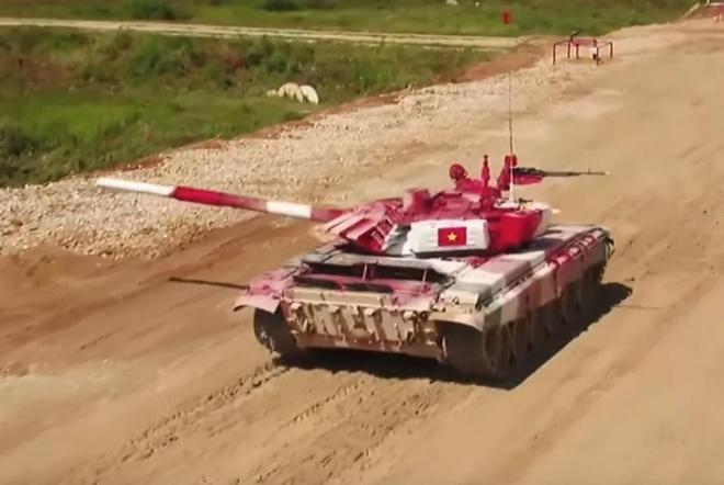 Doi xe tang Viet Nam thi dau xuat sac o vong ban ket Tank Biathlon hinh anh
