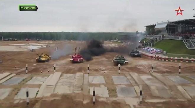 Vuot troi cac doi thu, doi Nga gianh chuc vo dich Tank Biathlon hinh anh 5