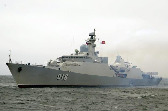 Tàu hộ vệ tên lửa Quang Trung tổ chức huấn luyện trên biển