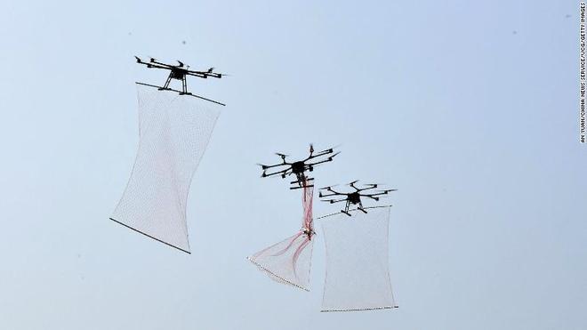 Trung Quoc che tao thiet bi bat drone nhu Nguoi nhen