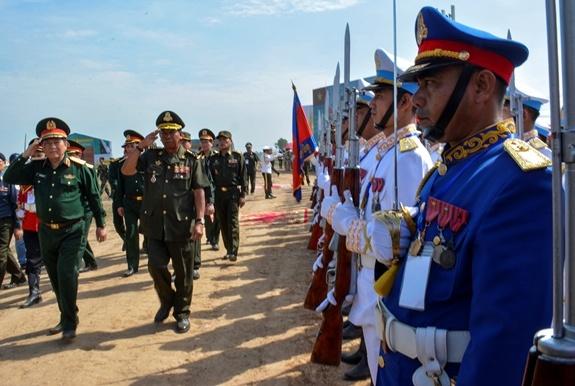Hop tac quoc phong Viet Nam-Campuchia anh 1