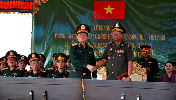 Hop tac quoc phong Viet Nam-Campuchia anh 11