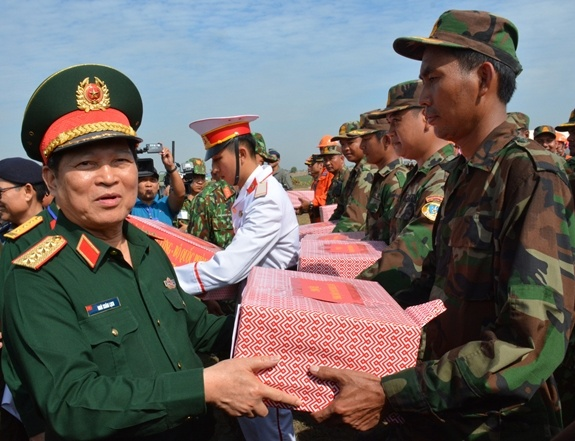 Hop tac quoc phong Viet Nam-Campuchia anh 13