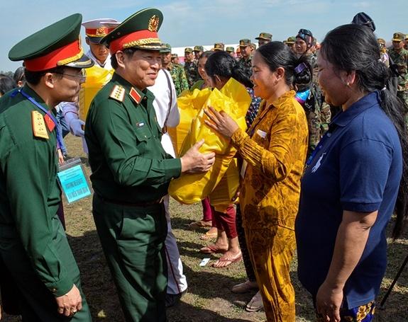 Hop tac quoc phong Viet Nam-Campuchia anh 14