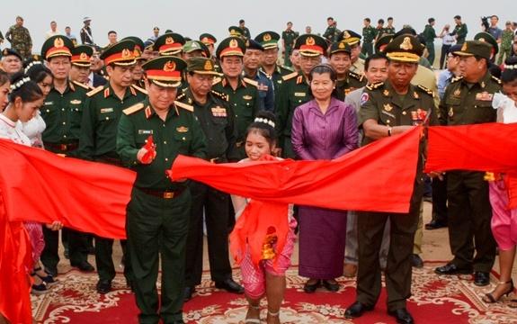 Hop tac quoc phong Viet Nam-Campuchia anh 3