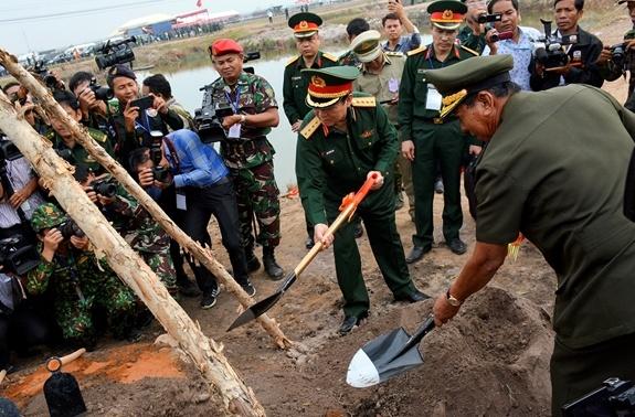 Hop tac quoc phong Viet Nam-Campuchia anh 4