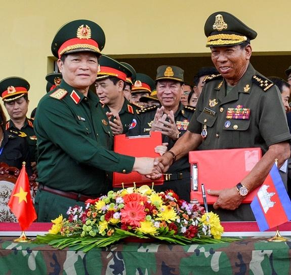 Hop tac quoc phong Viet Nam-Campuchia anh 6