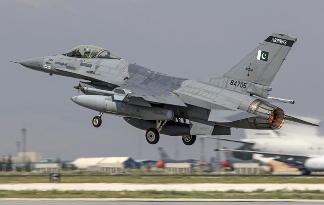 F-16 cua Pakistan roi khi dang tap duyet binh cho quoc khanh hinh anh 1 z_f16.jpg